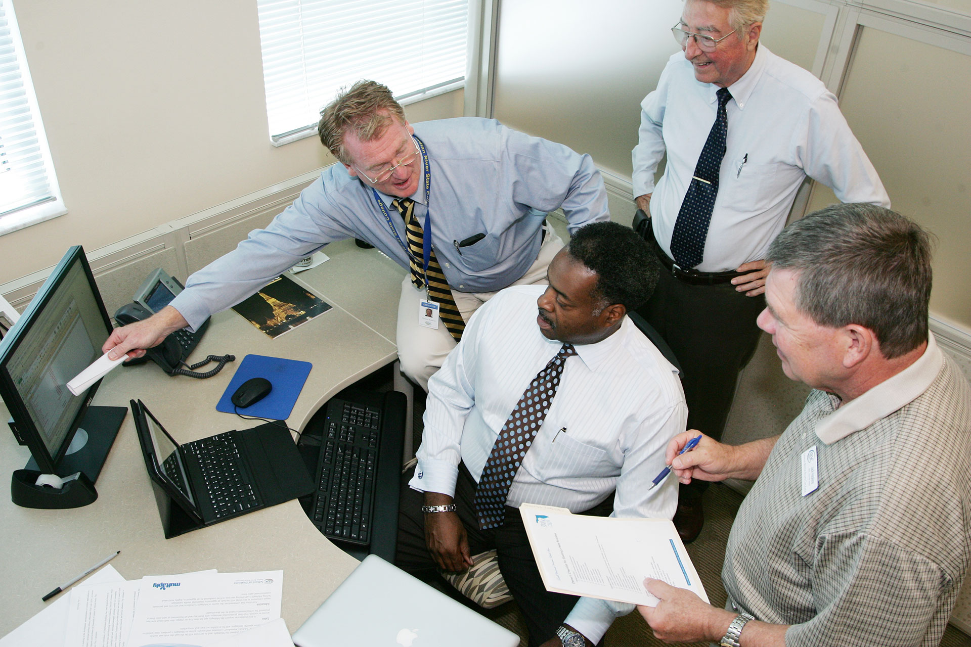 Tom Kindred, regional director of the Florida SBDC, and consultants help a client at the EDI